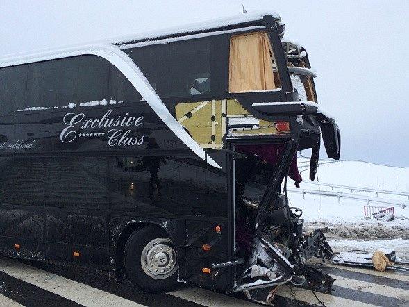 Český autobus havaroval 31. ledna na dálničním sjezdu u obce Spišský Štvrtok v okrese Levoča na Slovensku.