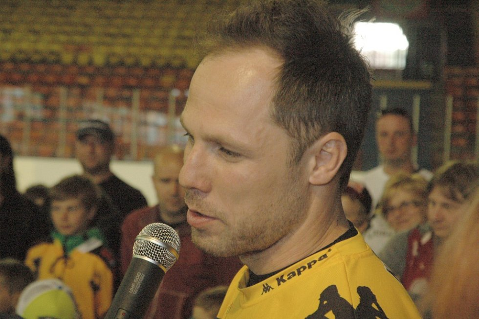MICHAL TRÁVNÍČEK přivezl do Děčína Masarykův pohár.