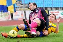 DERBY. Na snímku ve skluzu varnsdorfský Pavlo Rudnytskyy v utkání proti Čáslavi.