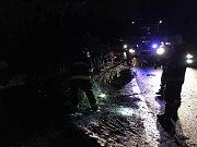 Vichřice porazila strom u Lesné v Jiřetíně pod Jedlovou