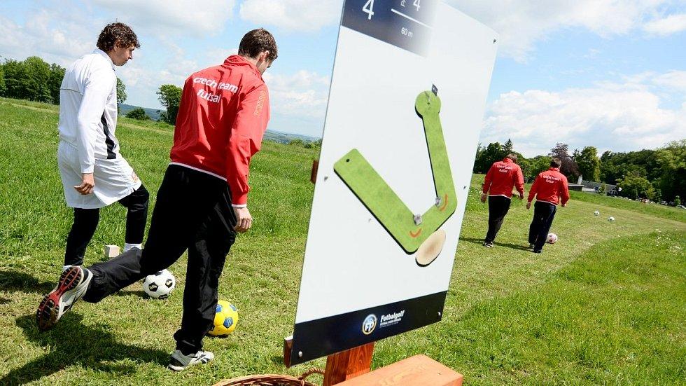 Děčínsko se může pochlubit naprostým unikátem v rámci celé České republiky – na okraji Rumburka bylo v pátek slavnostně otevřeno první fotbalgolfové hřiště v Česku.