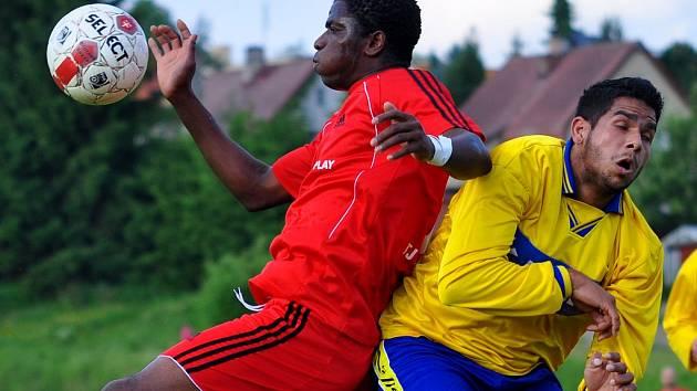JE KONEC. Rumburk (ve žlutém) v semifinále podlehl 1:3 Proboštovu.