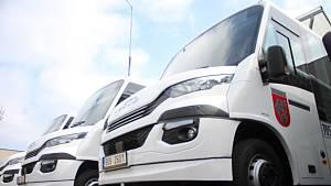Děčín koupil pět nových mikrobusů na CNG