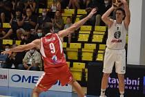 Děčínští basketbalisté v prvním finále Alpského poháru porazili Pardubice 96:89.