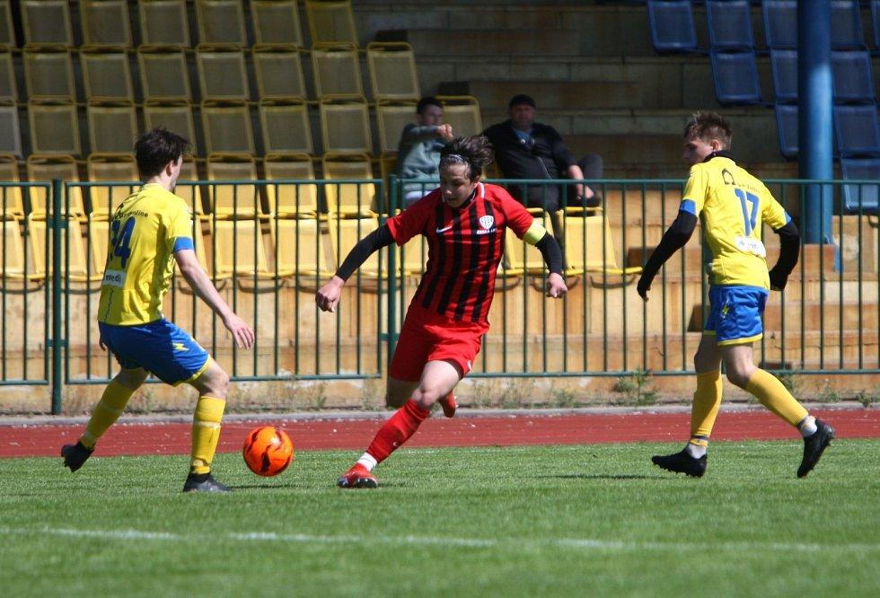 Mladší dorostenci České Lípy (červené dresy) doma porazili FK Litoměřicko 5:1.