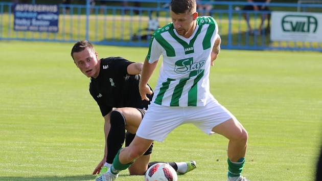 Na úvod letní přípravy prohráli fotbalisté Vilémova (zelenobílá) doma s Jabloncem B vysoko 1:7.