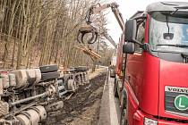 Nehoda kamionu o obce Lesné.
