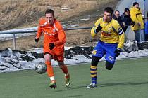 Fotbalisté Varnsdorfu (ve žlutém) nestačili v generálce na druhou ligu na Českou Lípu.