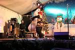 Ve Šluknově svítí od pátečního večera vánoční strom.