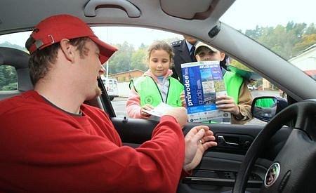 Děti kontrolovaly řidiče, policisté přihlíželi
