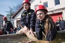 Své dovednosti předvedli při soutěži malí hasiči.