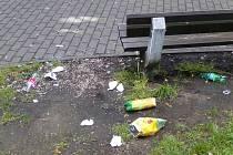 Nepořádek v parku ve Varnsdorfu.