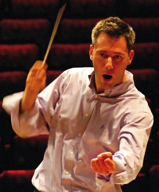 Charles Olivieri-Munroe, se narodil na Maltě, dětství a studentská léta prožil v Kanadě. Od roku 1997 šéfdirigent Severočeské filharmonie Teplice.