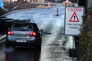 Pětimostí se po téměř roce částečně otevřelo řidičům.
