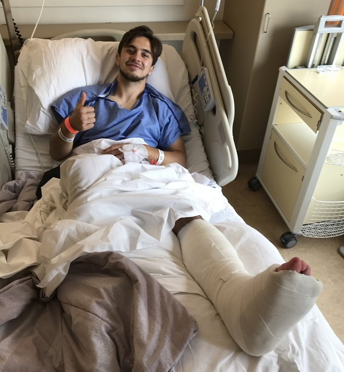 Richard Sedláček v nemocnici po operaci kotníku.