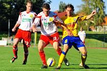 SKVĚLE. Varnsdorf (ve žlutém) doma porazil 2:0 Fastav Zlín.