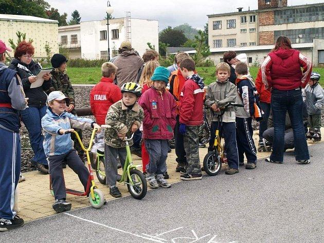 Na koloběžkách se  bavili děti i rodiče