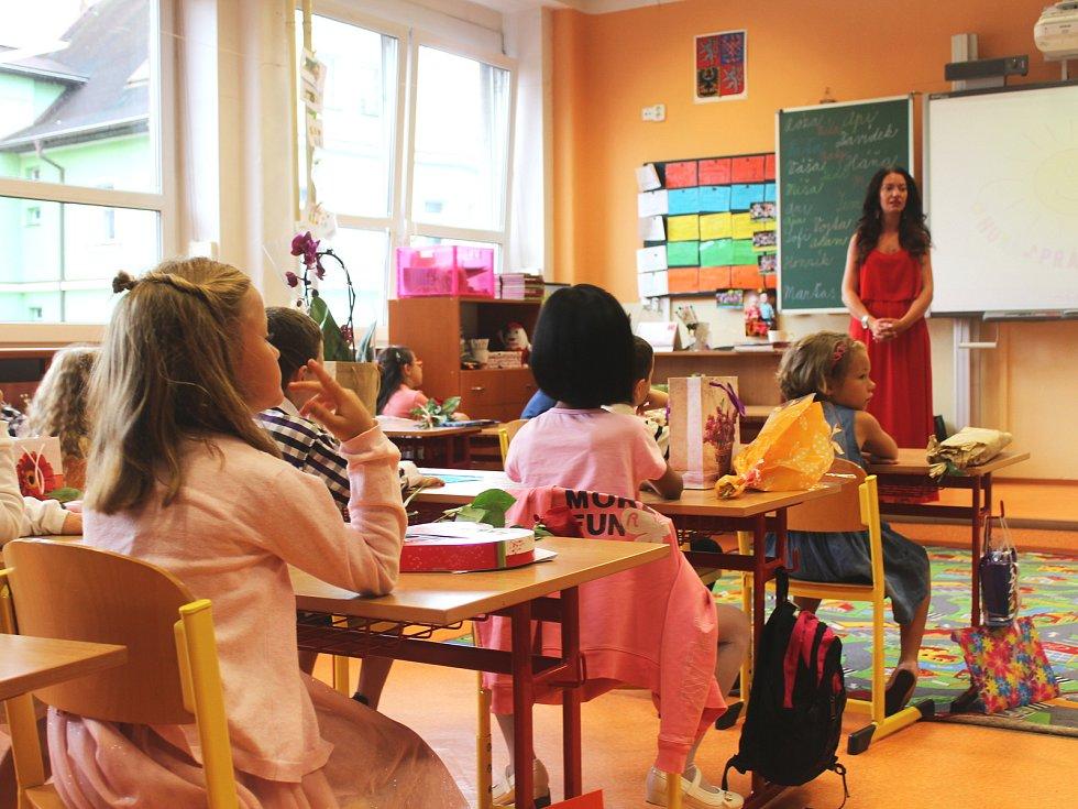 Vysvědčení se rozdávalo také na Základní škole Kamenická.