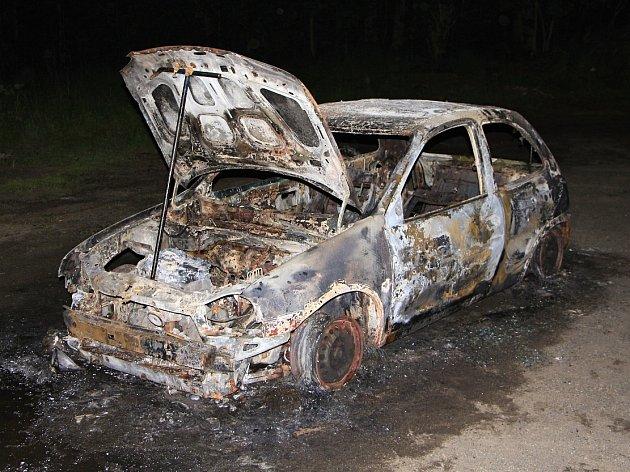 Ve Šluknově shořelo osobní auto