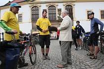Poslední etapu odstartovali cyklisté z děčínského zámku
