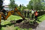 Likvidace úniku nafty pokračovala v Rybništi i druhý den