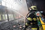 Bývalá slévárna ve Varnsdorfu je opět v plamenech.