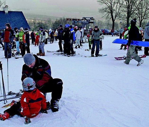 V Horním Podluží se lyžuje na technickém sněhu.