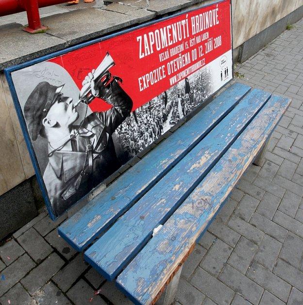 Zapomenutí hrdinové zcela netradičně. Prostřednictvím laviček po celém Ústí.