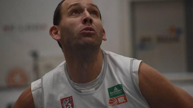 Jakub Houška při utkání proti Kolíně. Děčín ho hrubě nezvládl.