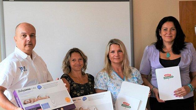 Předání nových monitorů dechu v děčínské nemocnici.