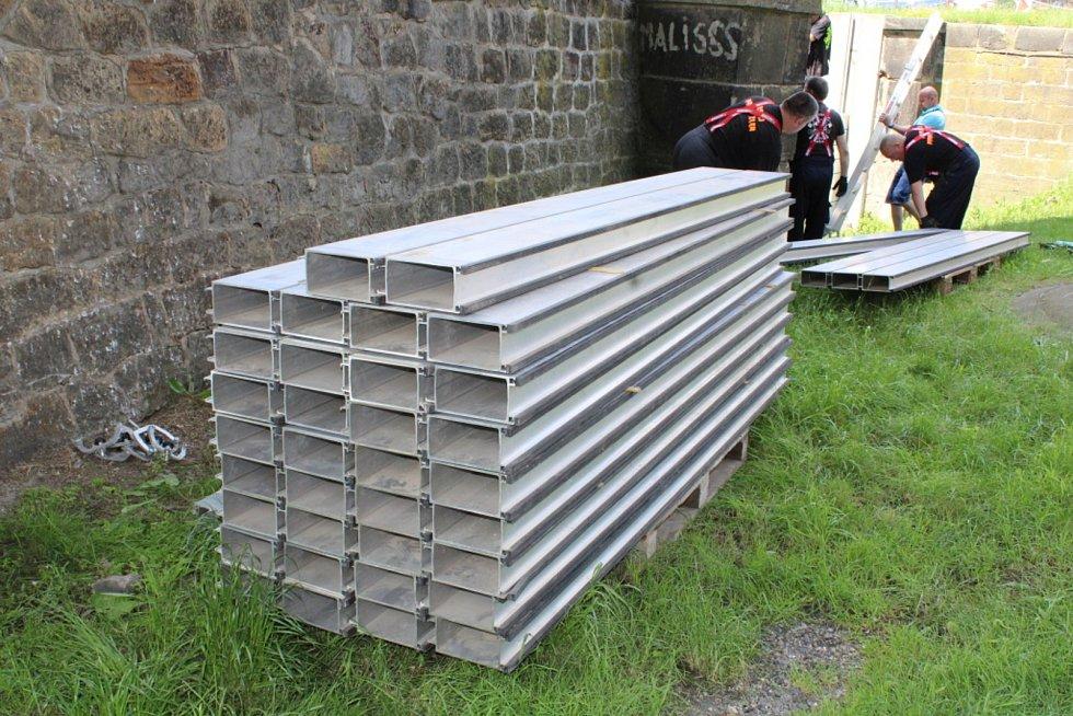 V Děčíně preventivně postavili protipovodňovou zeď.