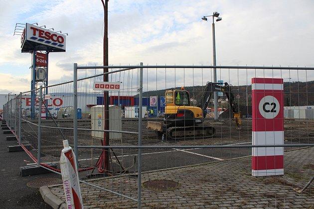 KFC bude vDěčíně uobchodního domu Tesco.