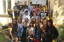 Žáci ze ZŠ Máchovka dorazili za klienty Slunečnice.