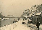 Nacistická vojska na Labském nábřeží po příjezdu od Sněžníku.