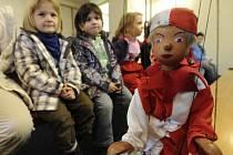Loutkové divadlo v Dolní Poustevně láká hlavně děti.