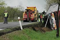 Bez zranění skončila nehoda kamionu u Huntířova.