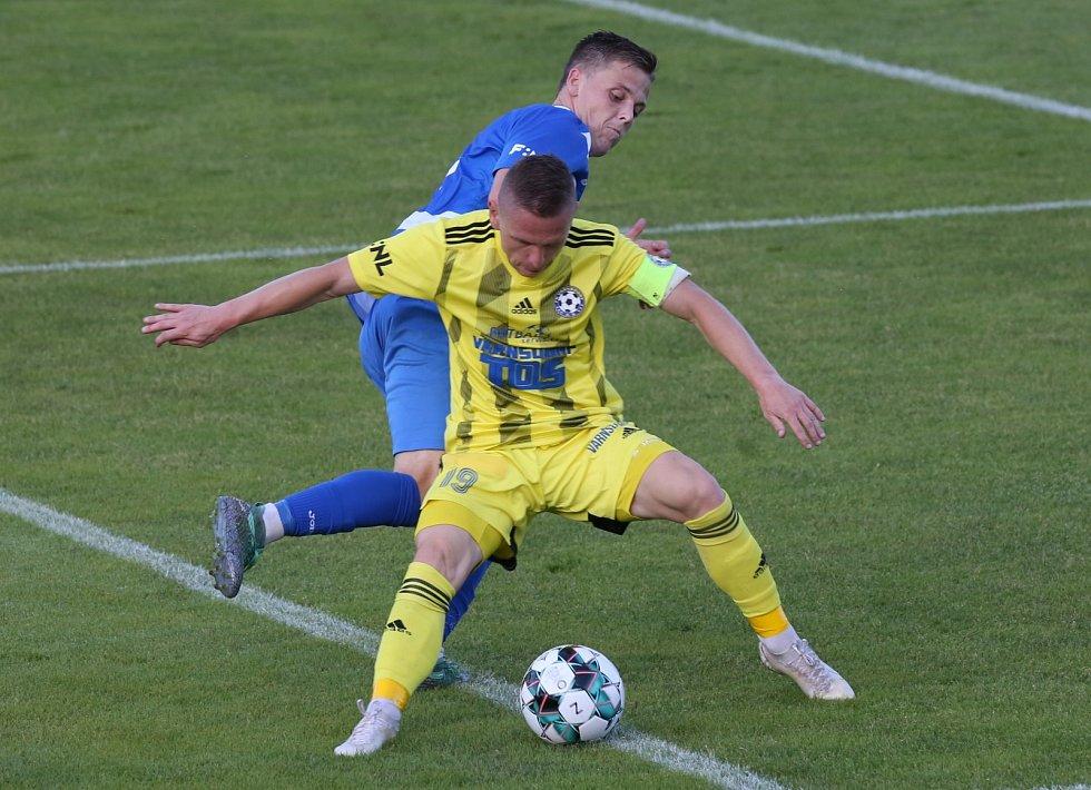 Pavlo Rudnytskyy (ve žlutém) při derby v Ústí nad Labem.