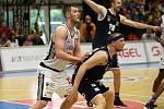 JE HOTOVO. Děčín (v černém) prohrál i třetí zápas. Přesto je stříbrná medaile pro Válečníky velkým úspěchem.