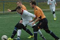 DALŠÍ VÝHRA. Fotbalisté Jílového (oranžové dresy) porazili na srbickém turnaji Ledvice 3:1.
