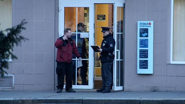 25. února 2011 krátce před uzavřením přepadl 35letý muž podmokelskou pobočku České spořitelny.