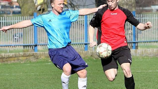 DUŠAN TESAŘÍK (vlevo) prý skončil v týmu Modrá/Hrobce.