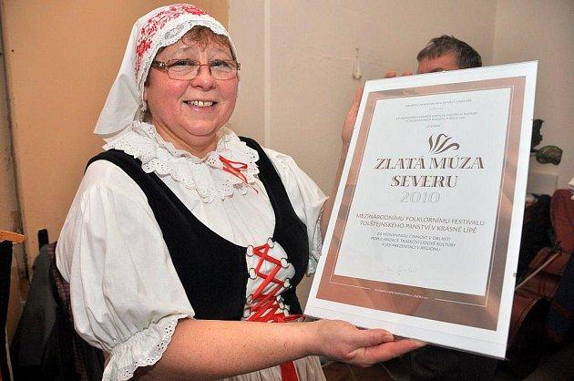 Folklorní soubor Lužičan z Krásné Lípy se od sobotního večera raduje z ocenění Zlatá múza severu 2010.