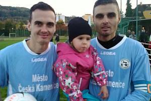 SOUROZENCI. Roman Mach (vlevo) s bratrem Martinem a jeho dcerou Sofinkou.