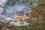 Na Tokáni hoří historické chaty.