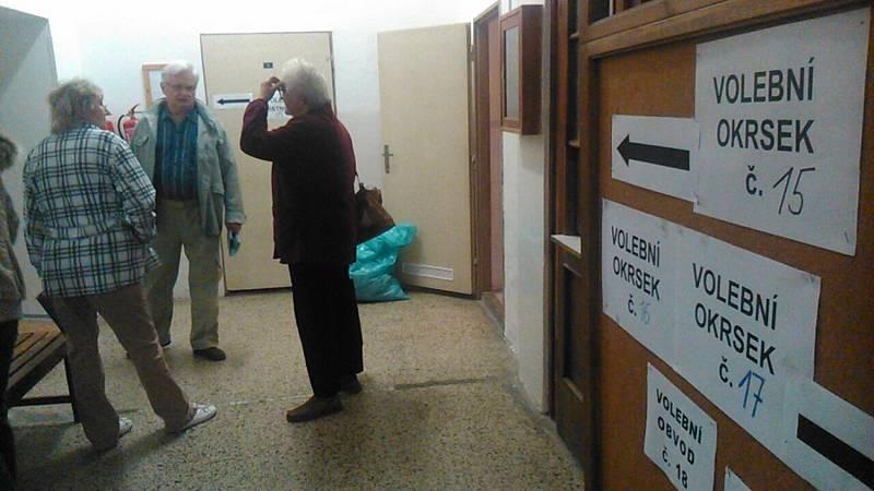 Volby na Sřední škole řemesel a služeb, Ruská ulice v Děčíně.