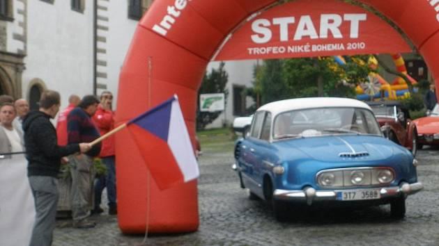 První den programu obstarala hlavně jízda historických vozidel a výstava techniky místních dobrovolných hasičů.