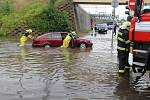 Přes Děčín se přehnala bouřka, v Podmoklech zatopila viadukt i s autem.
