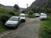 Auta blokovala silnice v Dolním Žlebu.
