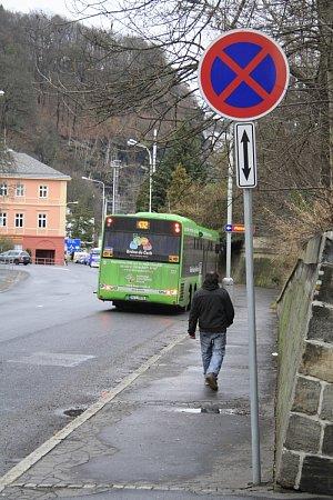 Linkové autobusy staví vzákazu zastavení.