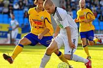Prvním soupeřem FK Varnsdorf bude v neděli Karviná. Fotografie je ze střetnutí s tímto soupeřem z loňské sezóny.